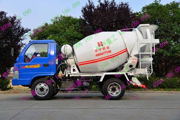 小型搅拌车经过五征农用车改装-小型搅拌车改装服务,让空闲的农用图片
